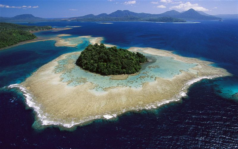 Coral reefs and islands, Kimbe Bay, West New Britain Island, Papua New Guinea